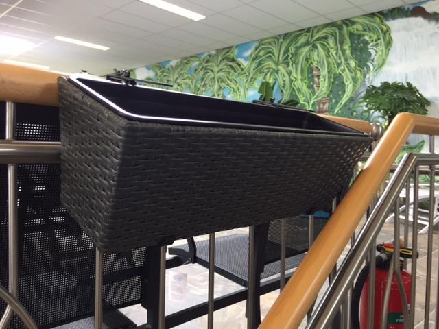 wicker balkon plantenbak